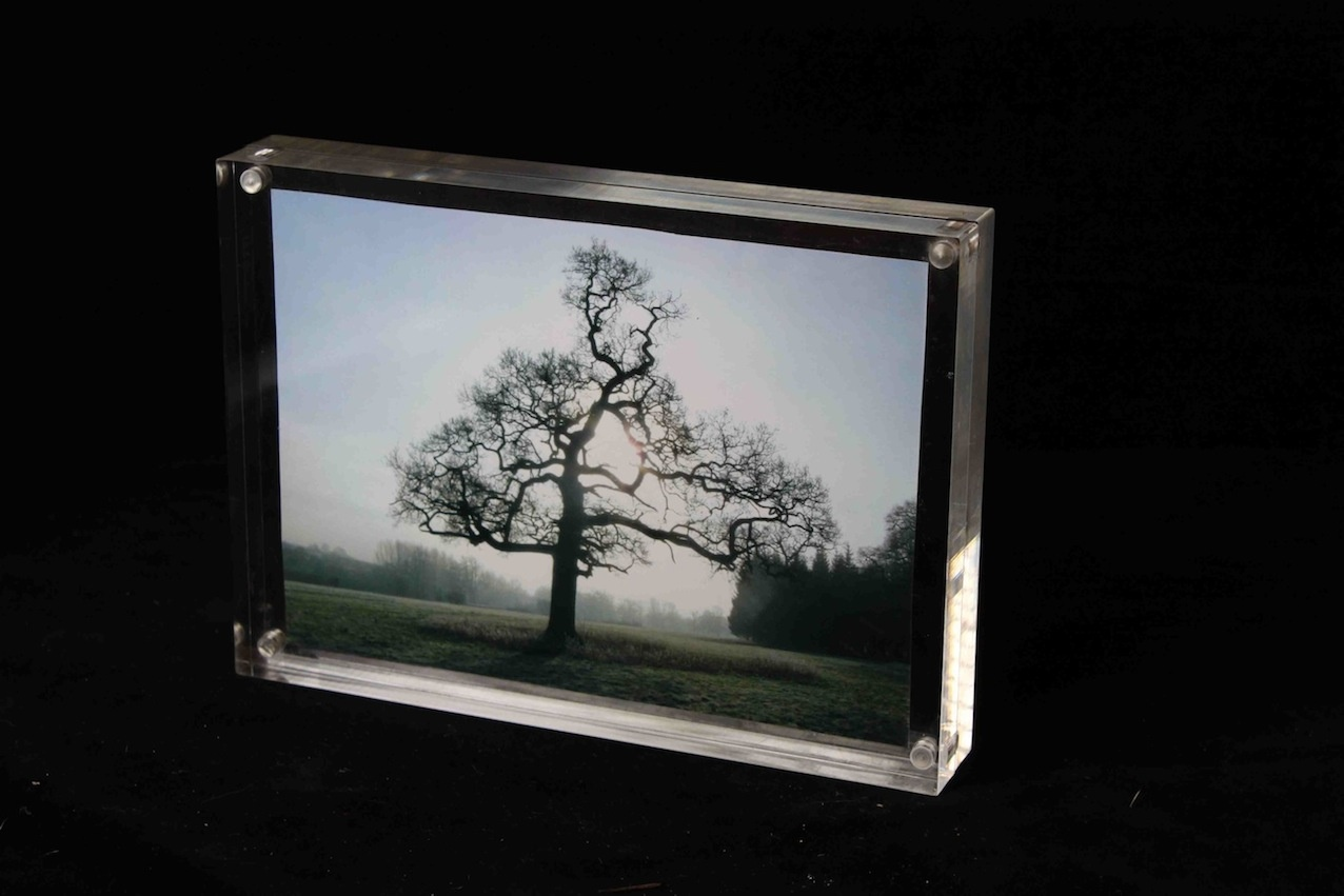 Acrylic photo frame with magnets